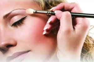 giv hende et sjovt makeup kursus som konfirmationsgave ide