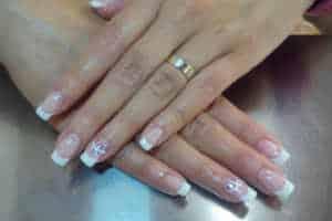 giv hende en lækker manicure