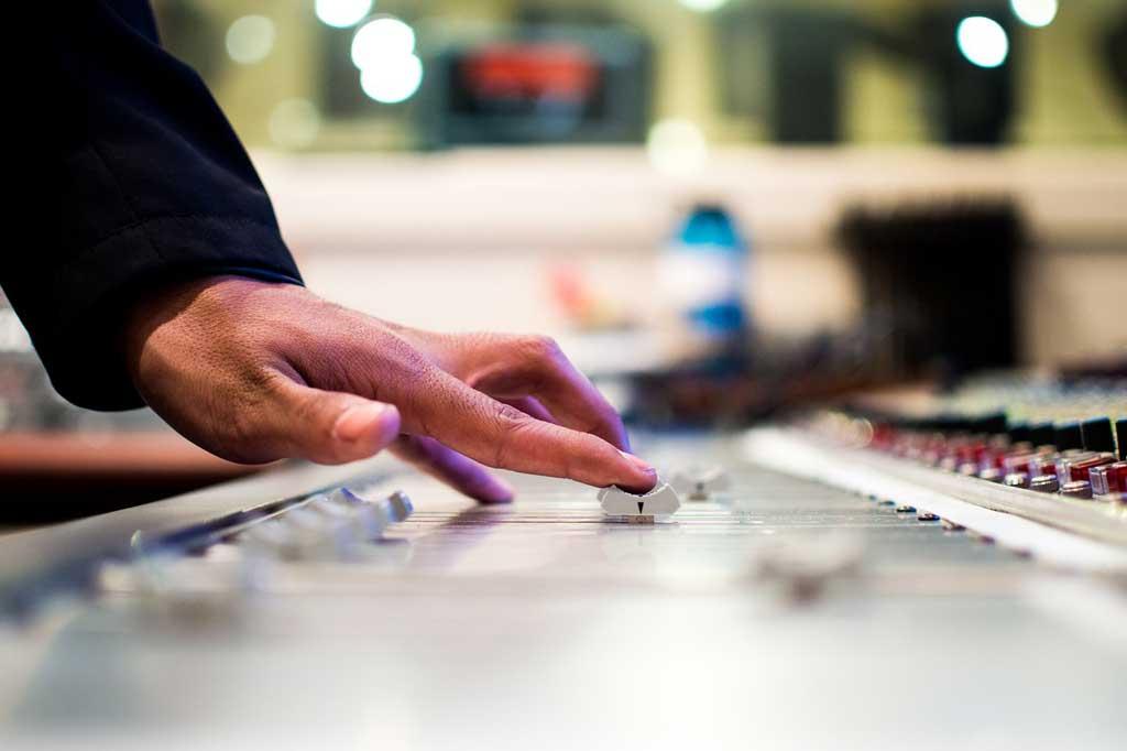 6 gode råd til booking af DJ til konfirmationen